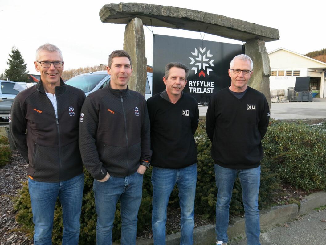 På bildet ser vi f.v. Gunnar Amdal, Aleksander Amdal, Roy Børre Veland og Reidar Veland som alle gleder seg til å åpne XL-BYGG butikk.