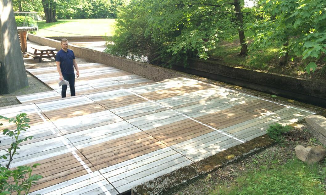 Her er plattingen med de ulike terrassebordene montert i Oslo. Foto: Treteknisk