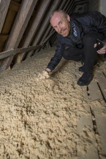 Kirkeverge i Re kirkelige fellesråd, Per Astrup Andreassen, er fornøyd med isoleringen av loftet.
