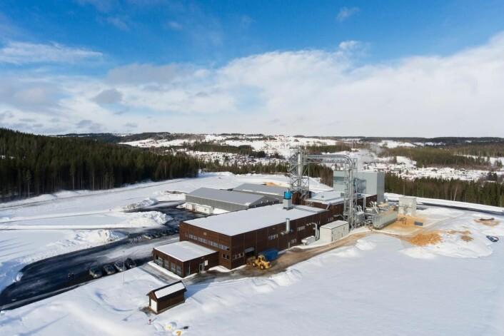 Produksjonsanlegget har en kapasitet på opptil 40 000 tonn kortreist trefiberisolasjon i året. (Foto: Hunton)