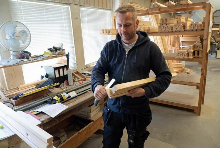 Petter Jensen har passert 25 år på Troll Trevarefabrikk. (Foto: Georg Mathisen)