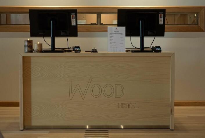 Tre i navnet og tre i disken. Wood Hotel legger ikke skjul på materialbruken. (Foto: Georg Mathisen)