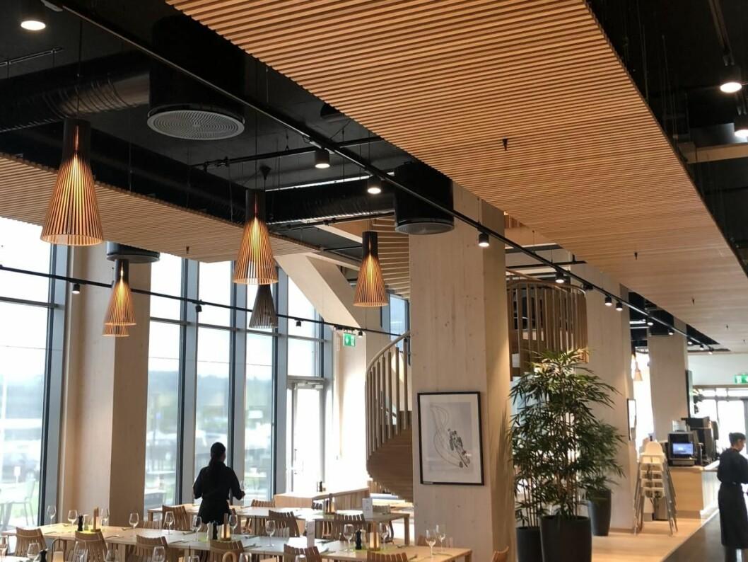 Wood Hotel -Mjøstårnet, verdens høyeste trehus har Trysil Interiørtre levert sine spileprodukter for et flott utrykk. (Foto: Trysil Interiørtre)