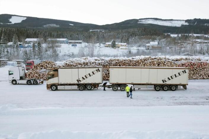 Testkjøring av modulvogntog ved Gausdal Bruvoll i januar 201. (Foto: Treindustrien)