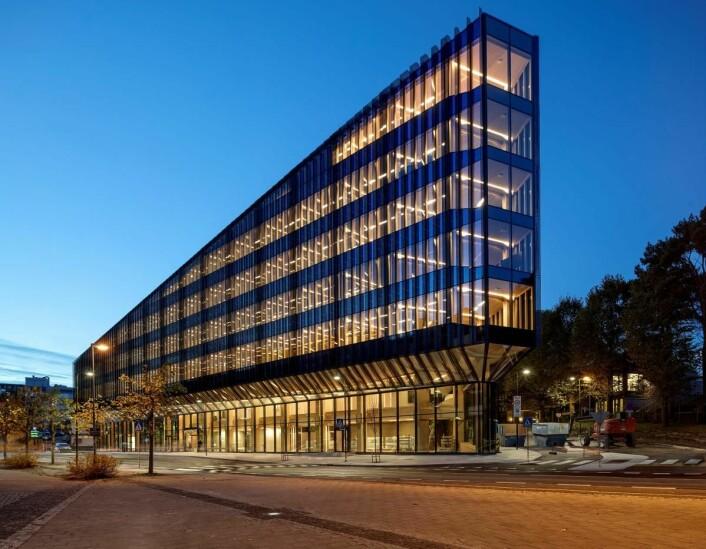 Finansparken i Stavanger åpnet 29. november. Arkitektene i Helen & Hard og SAAHA har tegnet bygget. Rubicon AS har levert fasadene. (Foto: Sindre Ellingsen)