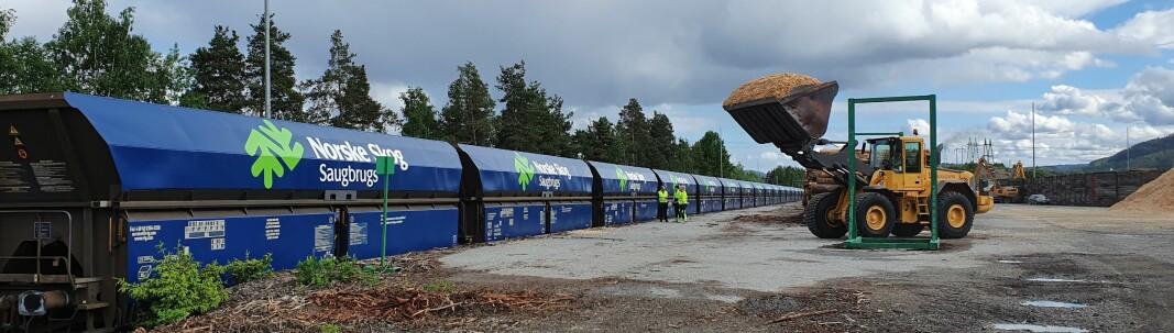 Transport av flis flyttet fra vei til bane