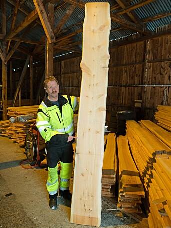 Paul Øien har tro på malmfuru til både gammel og ny bruk og har også blitt med i et eget selskap for å bruke furu til massivtre.