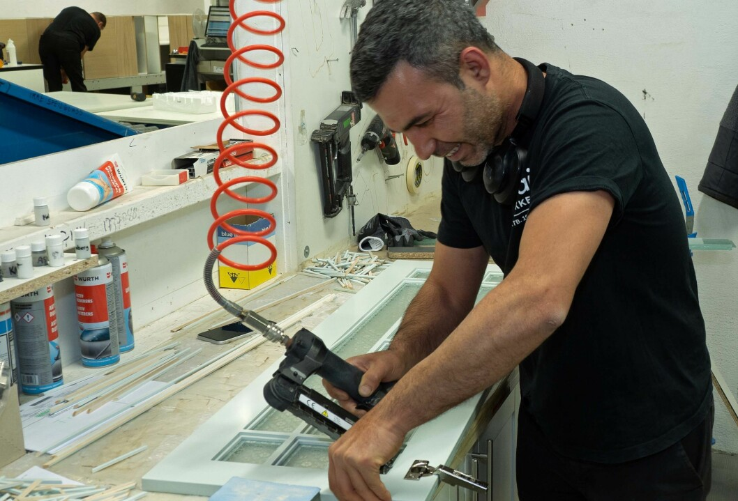 Alt kan ikke automatiseres – Melad Kebah arbeider med frontene som trenger litt håndarbeid.