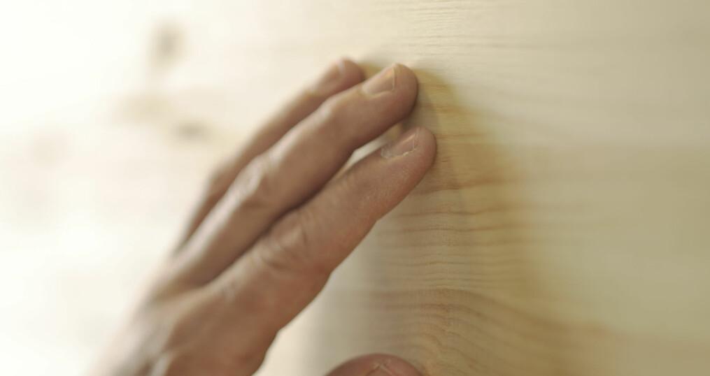 Tre i møbler og interiør skaper ro og trivsel