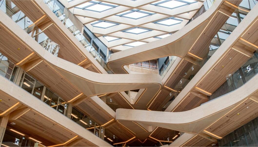 Helen og Hard, en av arkitektene bak Finansparken i Stavanger, deltar på konferansen.