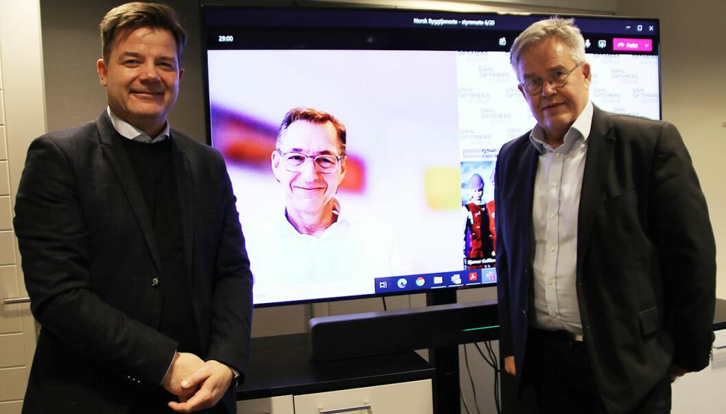 BKnut Strand Jakobsen (t.v.), Audun Løhre, Gausdal Landhandleri AS (midten) og styreleder Jon Karlsen (t.h.).