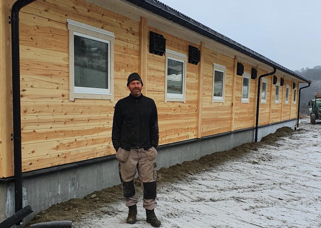 Bonde Erik Steine i Heidal bygget ny driftsbygning i tre i fjor.