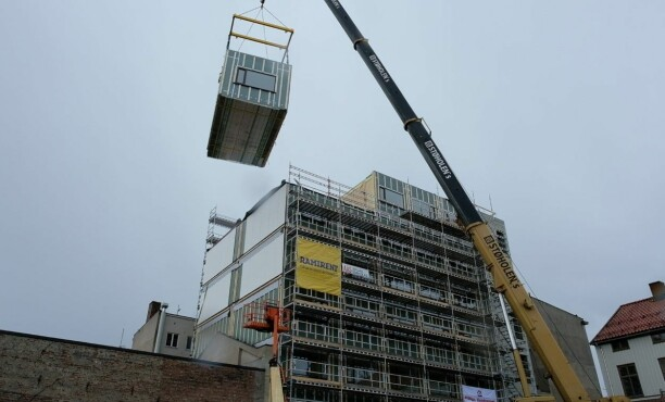 Historisk modulbygg i tre på seks etasjer
