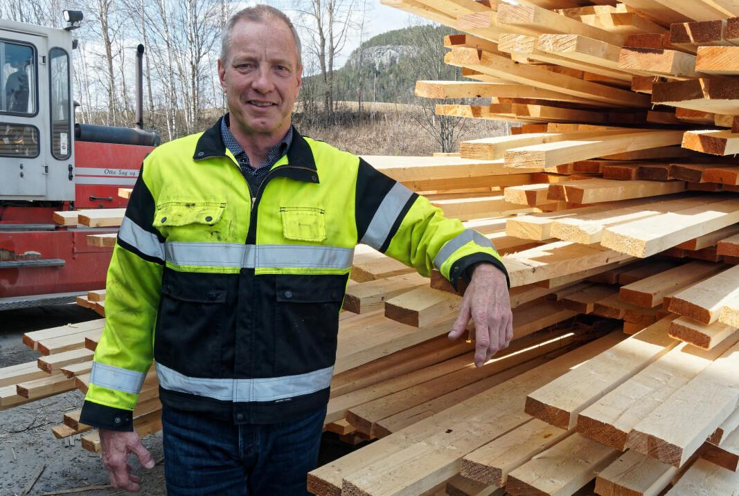 Daglig leder Ken Ove Nyhus på Land Sag og Høvleri konsentrerer seg om materialer til paller, potetkasser og annen treemballasje.