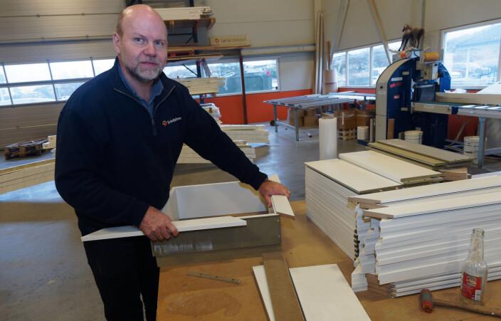 Kjetil Thoresen snakker varmt for spikerfrie løsninger som sparer tid og penger til sparkling og maling på byggeplassen. Nå utfordrer han dør- og vindusprodusentene til å lage dypere fôringsspor.